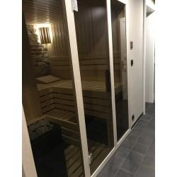 Atypická prosklená finská sauna